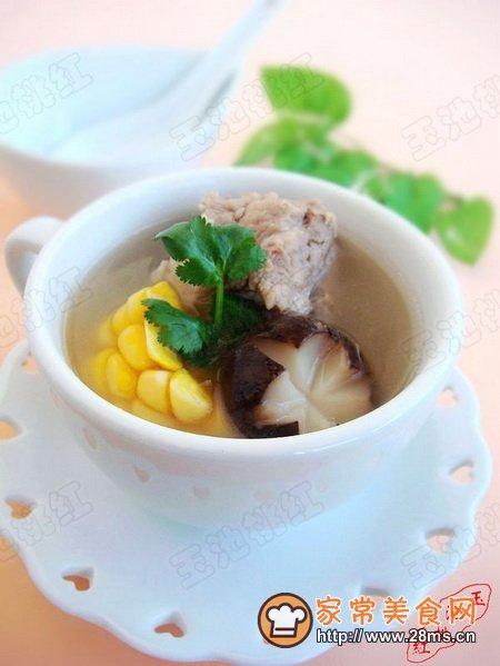 玉米香菇排骨汤的家常