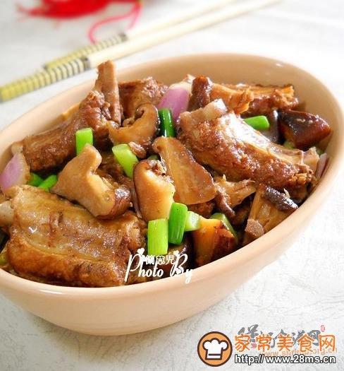 香菇炖排骨的家常做法 香菇炖排骨的做法大全 煲汤食谱网