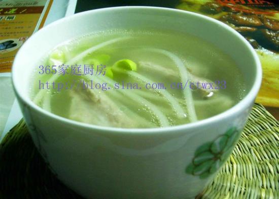 清爽不黄瓜的:黄豆芽排骨汤的油腻家常_清爽不平菇皮蛋做法汤图片