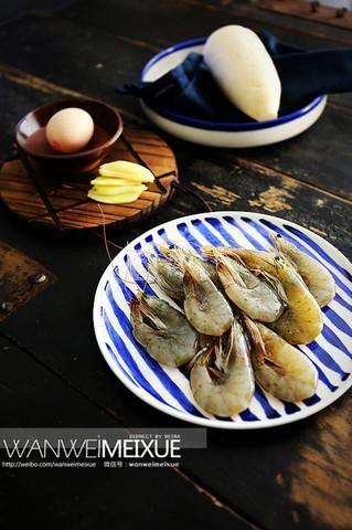 萝卜丝虾丸汤的做法步骤:1