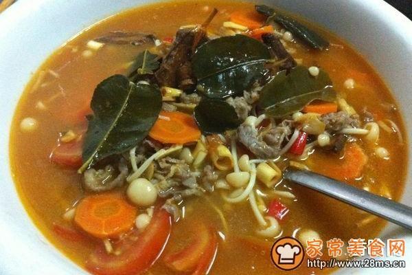 泰式冬阴功金针菇家常汤的肥牛菜品_泰式冬阴做法v阴功图形图片