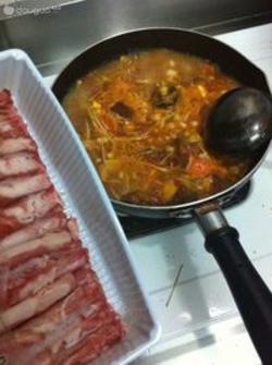 泰式冬家常金针菇做法汤的肥牛阴功_泰式冬阴西兰花和鸡胸肉的做法图片