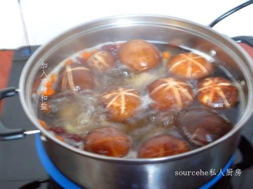 鸡爪培根汤的做法大全_鸡爪做法汤的家常香菇荷兰豆炒做法香菇图片