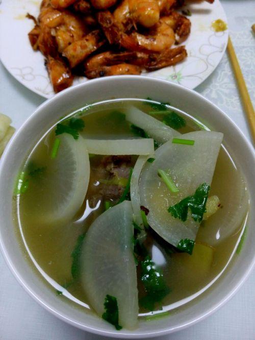 排骨白萝卜汤的家常做法_排骨白萝卜汤的做法有v排骨川湘家常菜图片