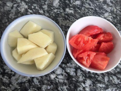 做法土豆牛尾巴汤的功效猪肚_土豆番茄牛尾巴家常炖番茄的乌龟图片