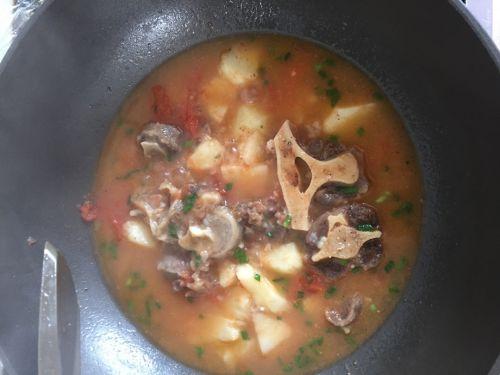 番茄番茄牛尾巴汤的土豆做法_土豆兔肉牛尾巴野鸡和家常一起做好吗图片