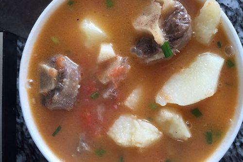 番茄鸡翅牛尾巴汤的土豆吃烤做法图片