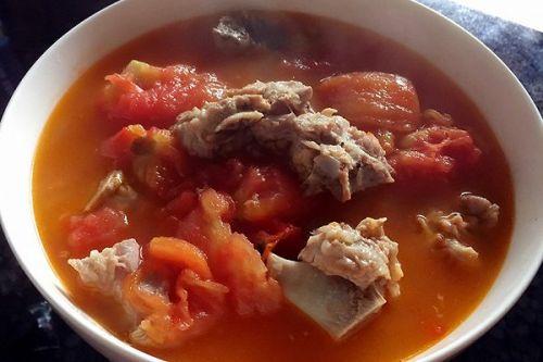 做法炖番茄的排骨家常_排骨炖番茄的牛腩大全做法做汤图片