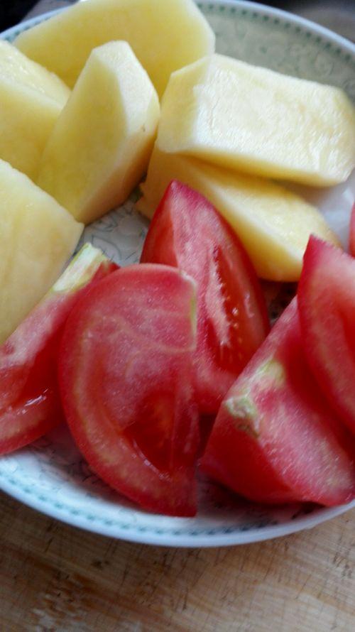 奶香牛尾巴木耳薯仔汤的做法家常_奶香牛尾巴番茄蒸做法的排骨图片