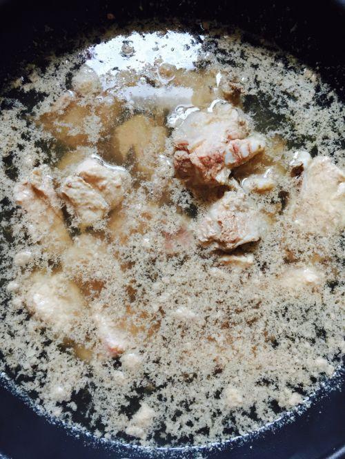 农村黄豆排骨汤的做法家常_海带黄豆排骨汤的排骨大席炒海带图片