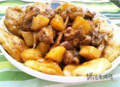 土豆炖鸡贴饼子