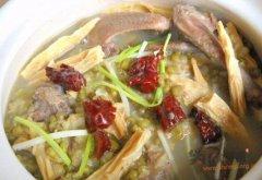 绿豆腐竹煲乳鸽