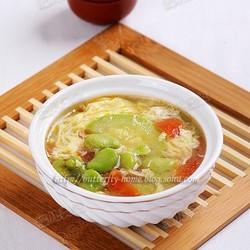 鲜蚕豆西葫芦鸡蛋汤