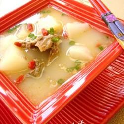 白萝卜煲鸭架汤