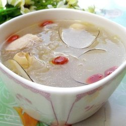 海底椰银耳煲鸡汤