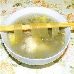四川粉皮绿豆鸡翅汤