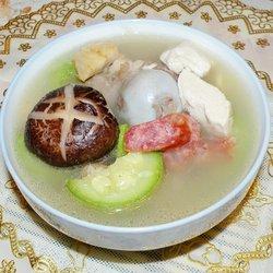 猪骨腊味冻豆腐汤
