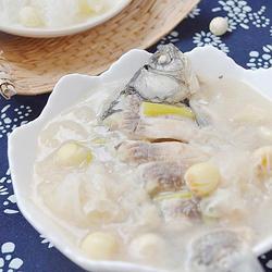 银耳莲子鲫鱼汤