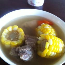 清甜玉米胡萝卜煲猪骨