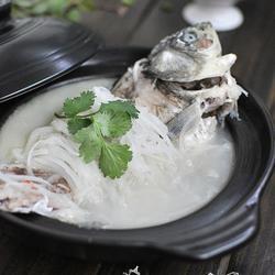 奶白鲫鱼萝卜丝汤