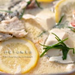 柠檬牛奶鲫鱼汤