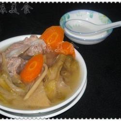 剑花胡萝卜骨头汤