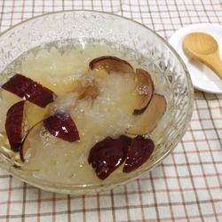 冰糖银耳红枣汤