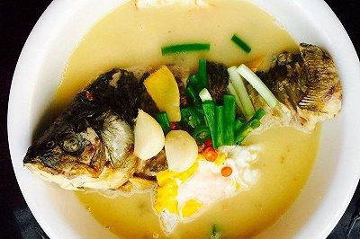 荷包蛋鲫鱼汤