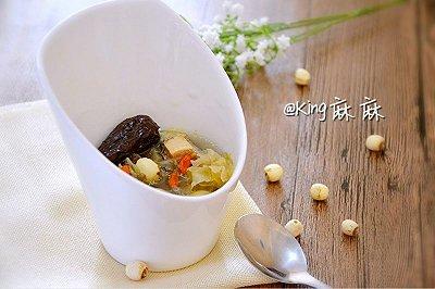 银耳莲子煲鸡汤