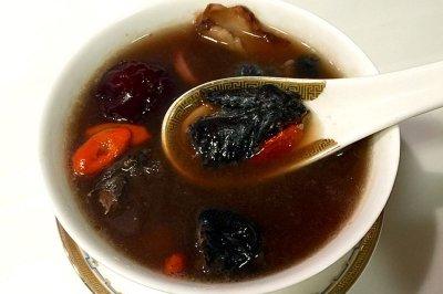 乌鸡红枣枸杞四物汤