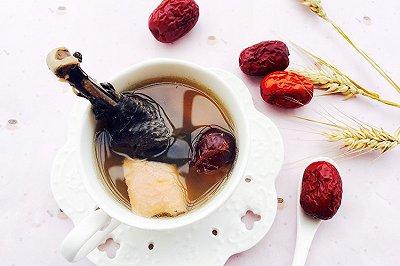 养血补气:榴莲乌鸡汤