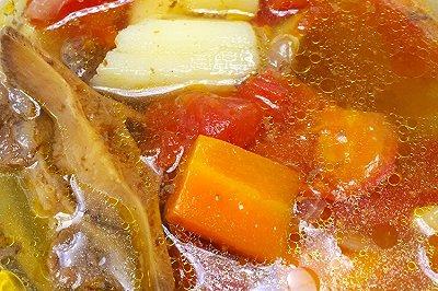 暖胃西红柿牛尾汤