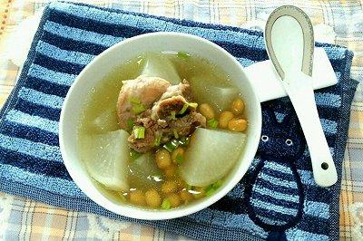 黄豆萝卜猪骨汤