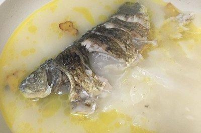 白萝卜鲫鱼汤