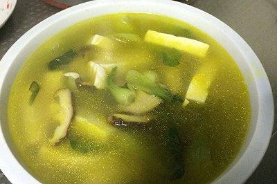 青菜豆腐蘑菇汤