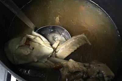 花胶海参煲鸡汤