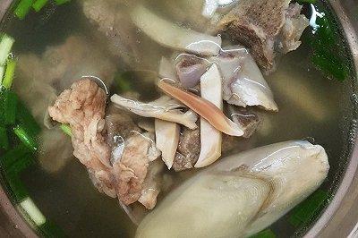 墨鱼猪骨汤