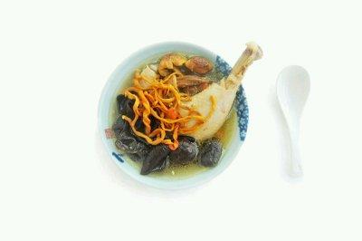 虫草花姬松茸煲鸡汤