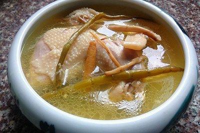 石斛党参炖老鸡汤