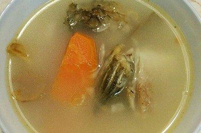 红萝卜瘦肉鲫鱼汤
