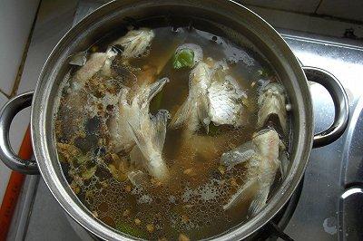 鲜甜美味的鲫鱼汤