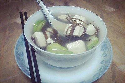 青柠海带豆腐汤