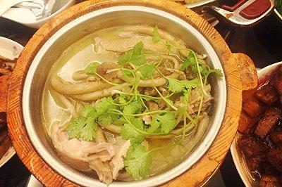 茶树菇木桶鸡汤
