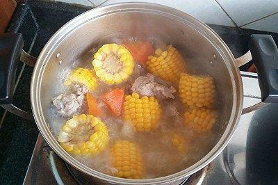 玉米红萝卜土豆猪骨汤