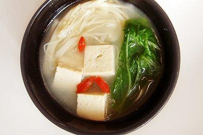 鲜香原味:豆腐青菜汤