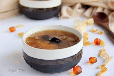 桃胶银耳红枣汤