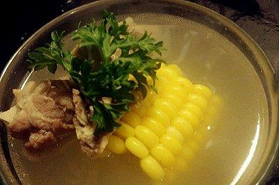 电饭煲玉米骨头汤