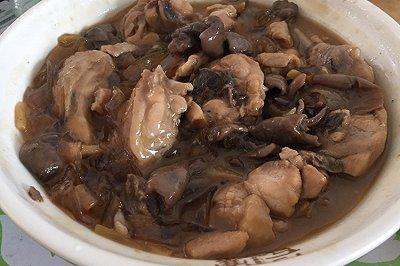 鸡腿炖蘑菇