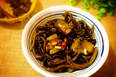 排骨炖茶树菇