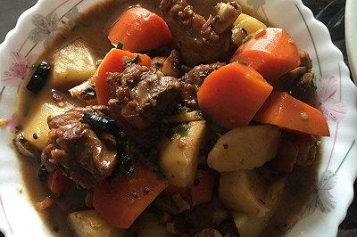 胡萝卜土豆炖鸡腿